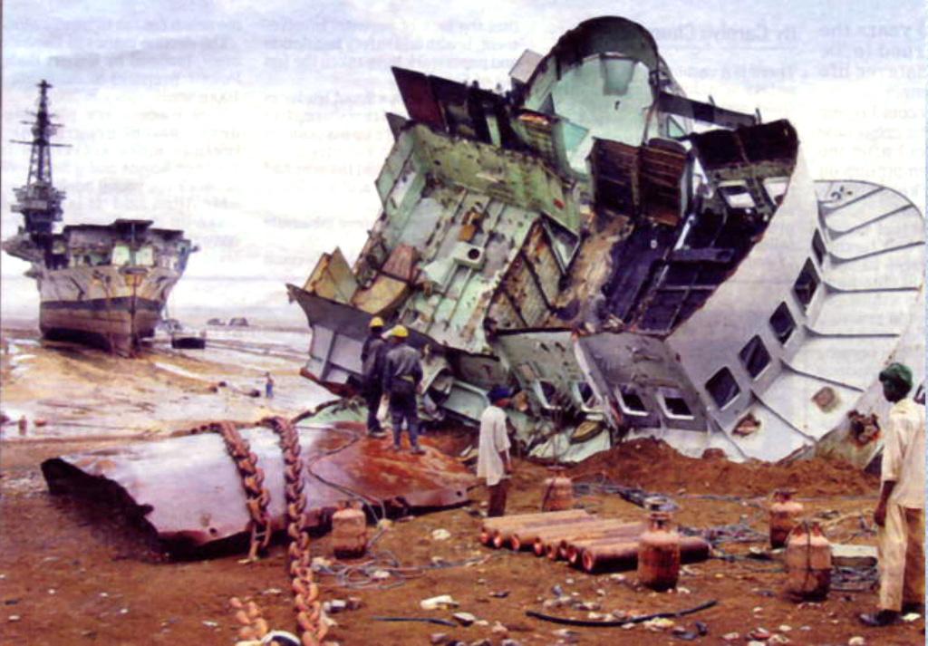 Porte-avions Minas Gerais « the end in Alang »  sur base Arromanches Heller 1/400 417