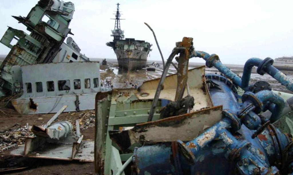 Porte-avions Minas Gerais « the end in Alang »  sur base Arromanches Heller 1/400 4a12
