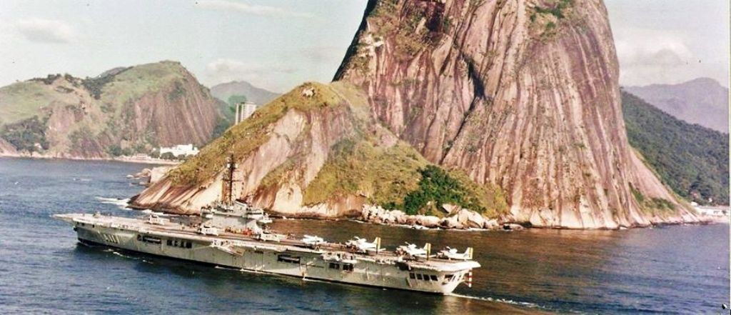 NAeL Minas Gerais base Arromanches/Colossus 1/400 Heller 711