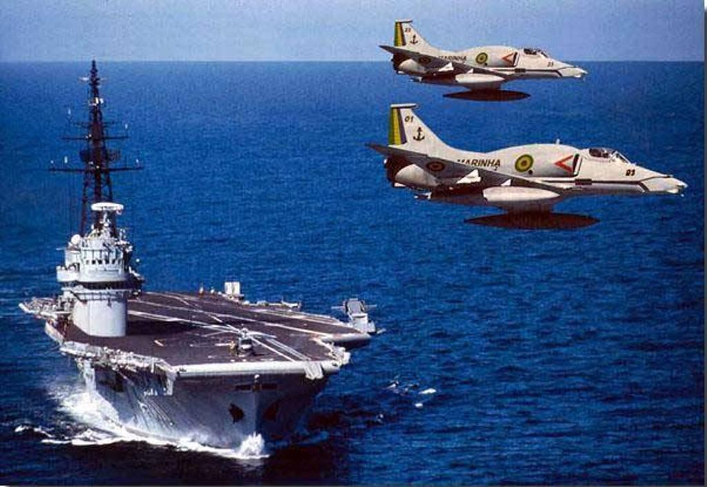 minas - Présentation porte-avions Minas Gerais  910