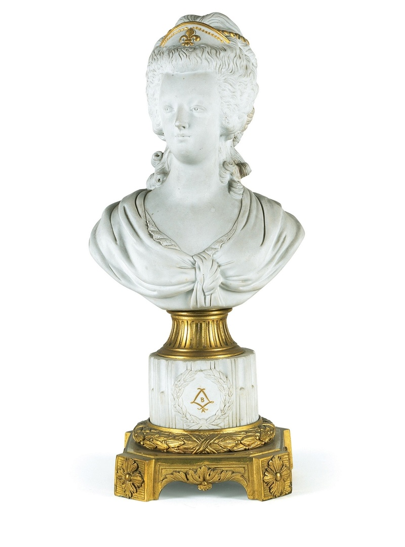 A vendre: bustes Marie Antoinette - Page 7 Caro_f10