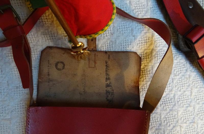 Bretelle pour Mousqueton Berthier M16 et sacoche de cuir rouge des Troupes Sahariennes. Berthi11