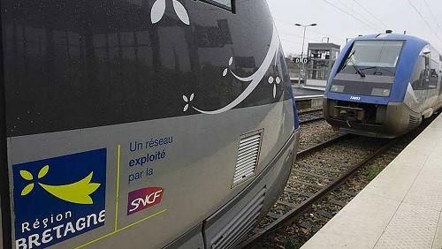 Rennes. Il fume, voit le train partir... et s'accroche à la porte 72d76510