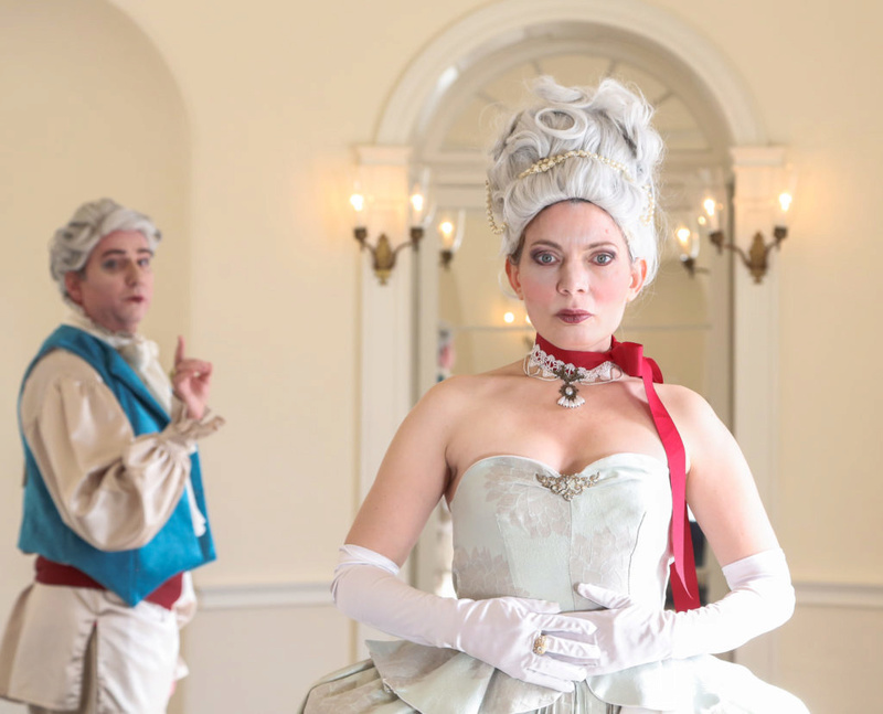 Marie-Antoinette arrive au Curio Theatre Rmgcur10