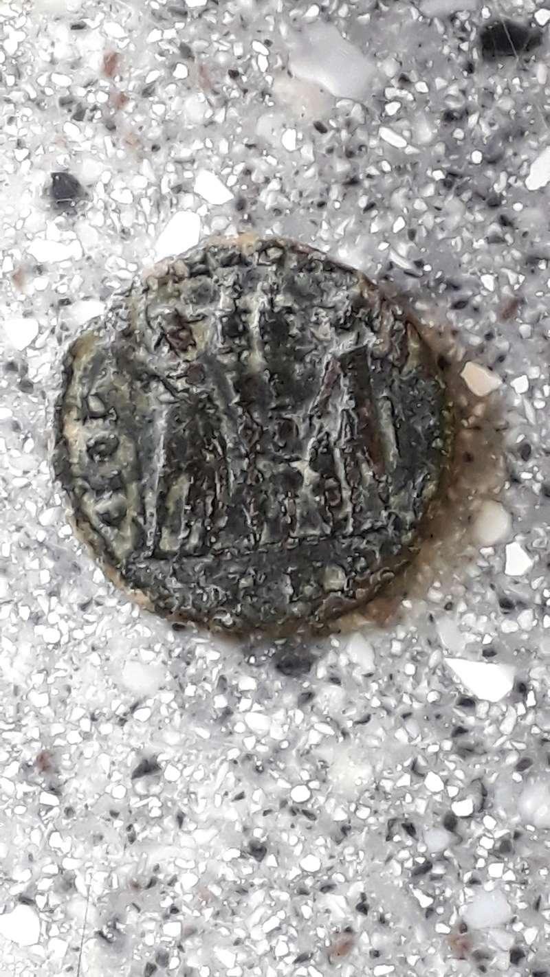 Nummus Constantin 1er ? Cm180413