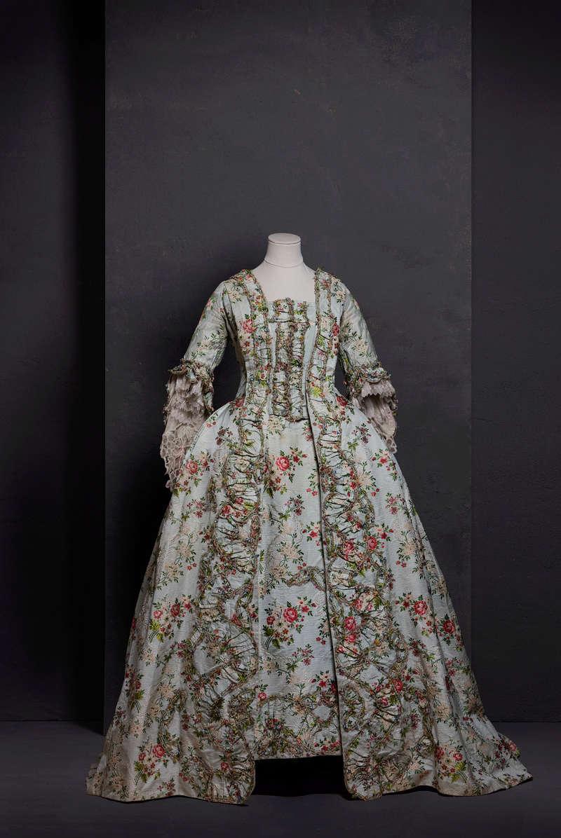 La conservation des vêtements et accessoires à travers le temps 15066910