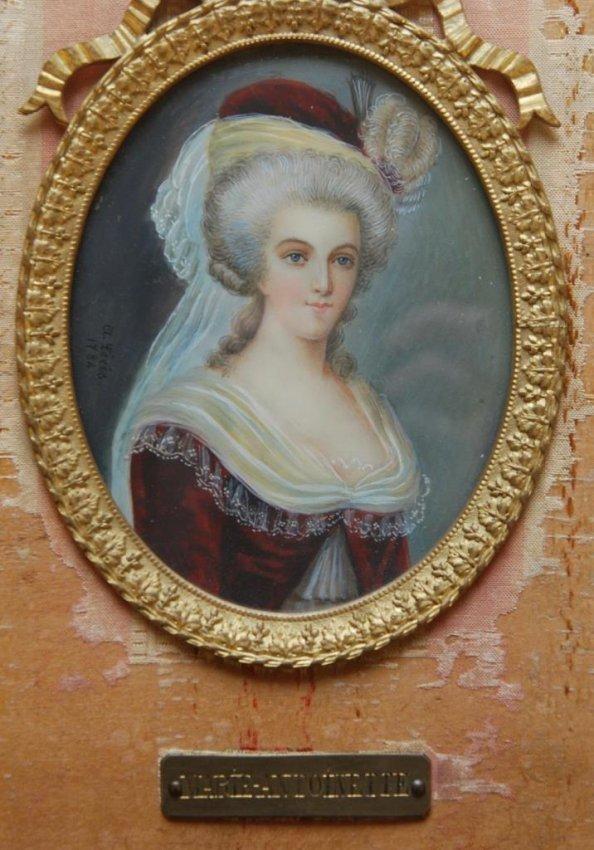 Marie-Antoinette en robe rouge sans ses enfants - Page 2 Tumblr10