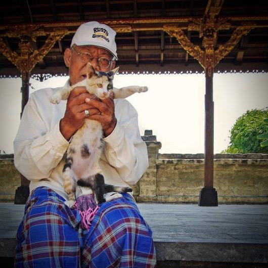 Le gardien du temple et son chat Imgp2510