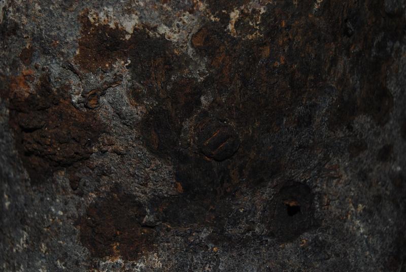 casque fouille rivet étrange Dsc_0014
