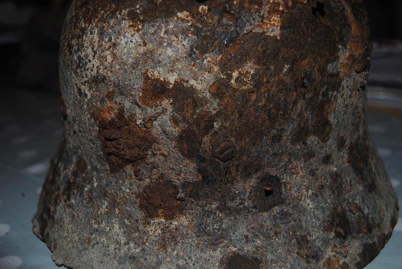 casque fouille rivet étrange Dsc_0016