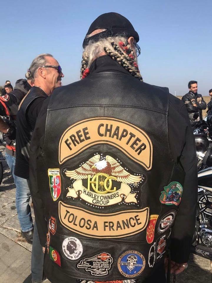 Couleurs des differents clubs de bikers - Page 20 22730510
