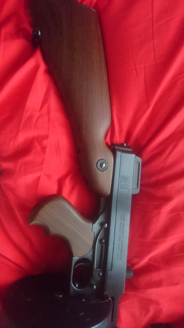 Pistolet mitrailleur Thompson 1927A1 Gtzht10