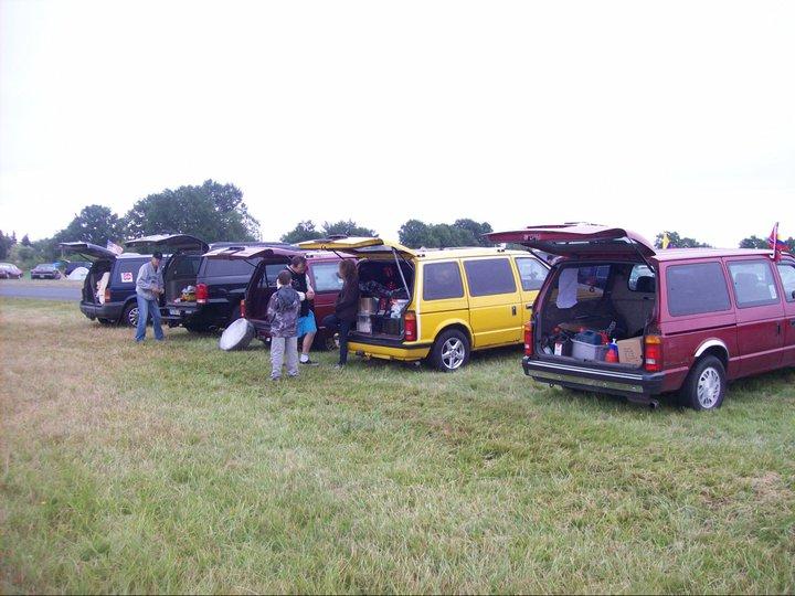 Postez vos clichés de votre/vos minivans en sortie meeting 29694910