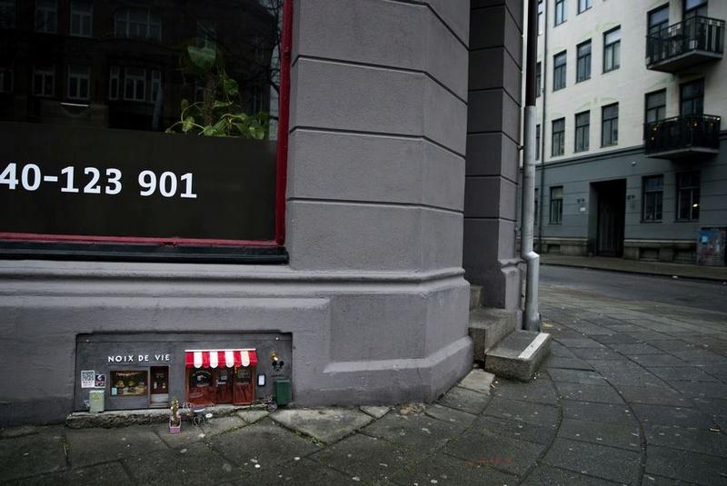 David Zinn - Street Art poétique Noix_d10