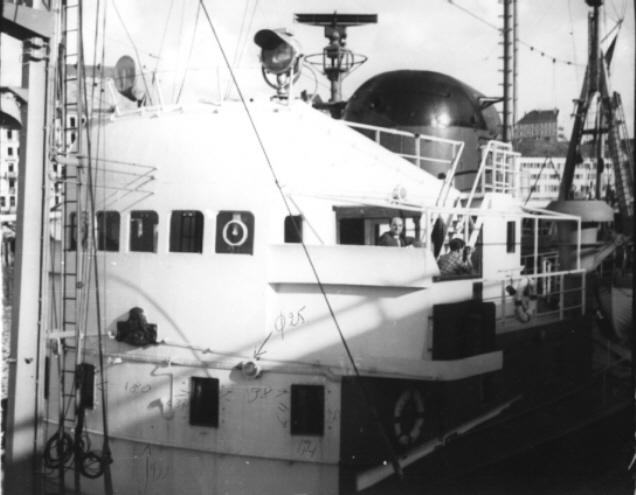 Le Jean Bart et son équipage sous pavillon de la SRSN P_210