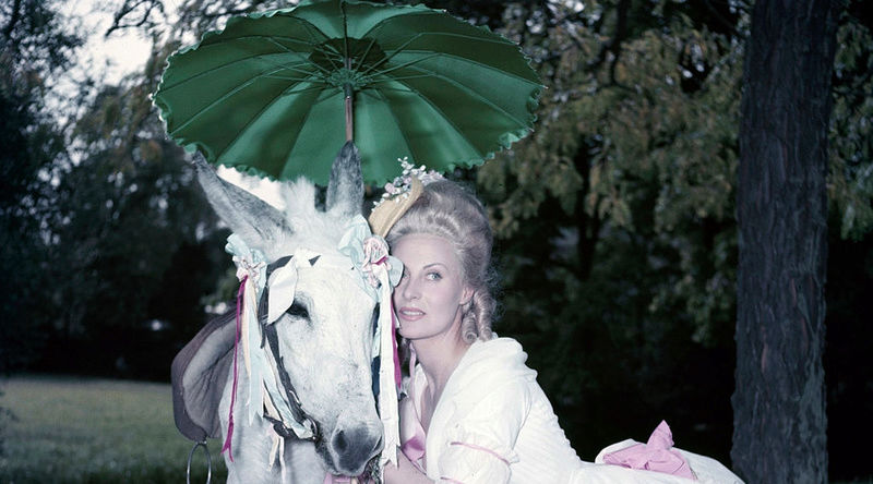 Marie Antoinette avec Michèle Morgan (Delannoy) - Page 11 Zzj210