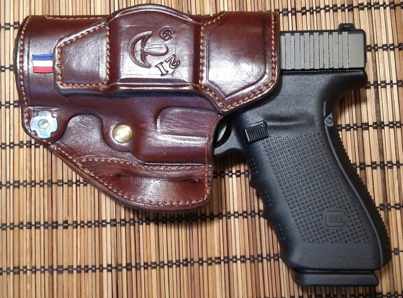 """HOLSTER """"STAND"""" by SLYE  G2113"""