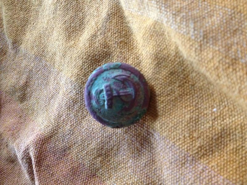 Un bouton avec une ancre  Img_1517
