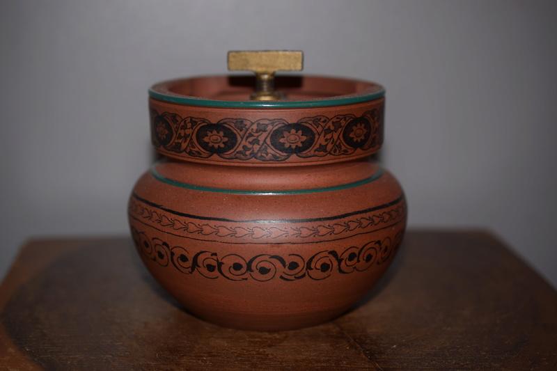 Clay tabacco jar??Maker?? Dsc_0010
