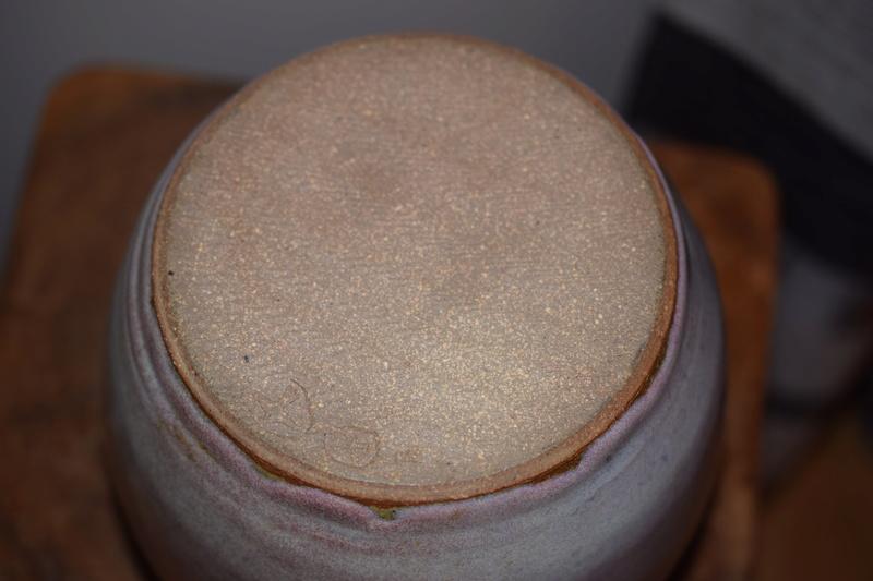 Unknown mark on pottery vase Dsc_0018