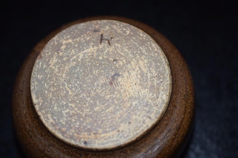 Pottery pot -unknown maker? Dsc_0043