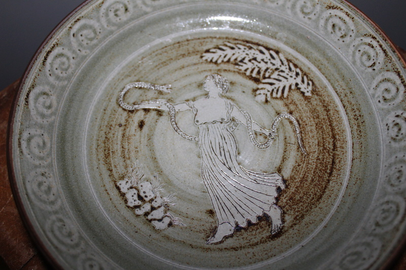 Stoneware bowl with Classical lady & snake - R mark Img_9411