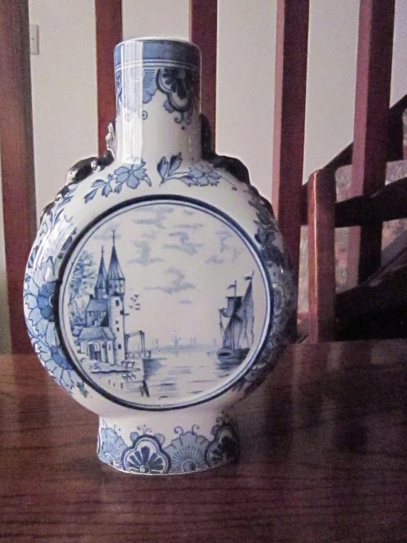 Delft vase-Age?? S-l16015