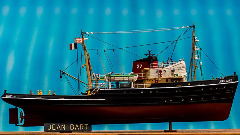 Le Jean Bart et son équipage sous pavillon de la SRSN, Heller 1:200 00115