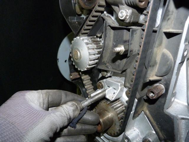TUTO , remplacement kit distribution et pompe a eau 205 GTI 11849310