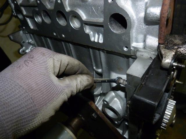 TUTO , remplacement kit distribution et pompe a eau 205 GTI 21038210