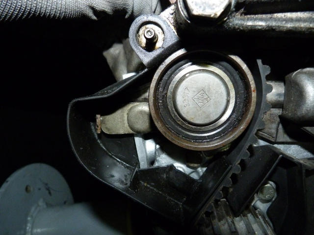 TUTO , remplacement kit distribution et pompe a eau 205 GTI 36170210