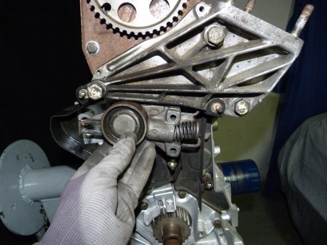 TUTO , remplacement kit distribution et pompe a eau 205 GTI 45995810