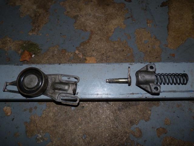 TUTO , remplacement kit distribution et pompe a eau 205 GTI 60127010