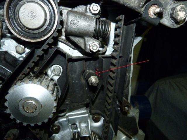 TUTO , remplacement kit distribution et pompe a eau 205 GTI 79619510
