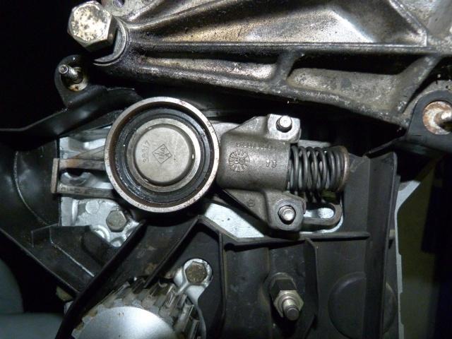 TUTO , remplacement kit distribution et pompe a eau 205 GTI 82045010