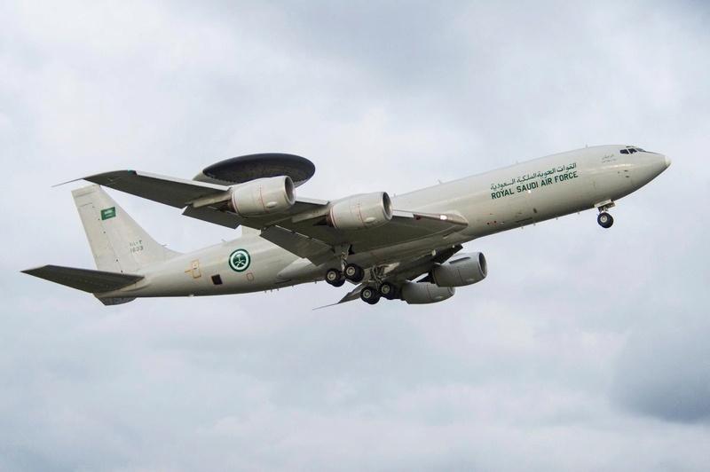 Photos d'avions militaires - Page 27 Dahkoz10
