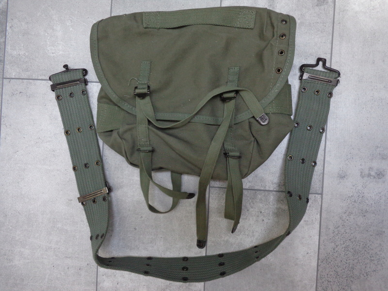 Greek Army webbing Dsc04624