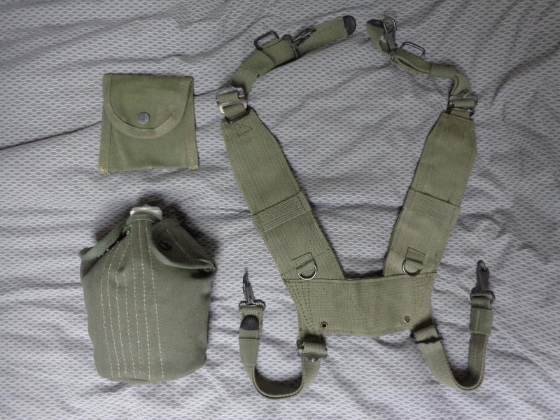 Greek Army webbing Dsc04627