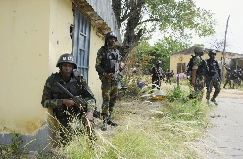 Forces Armées Camerounaises - Page 6 A1845910
