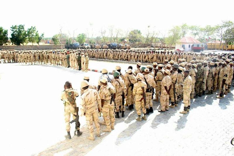 Forces Armées Camerounaises - Page 6 A1852810