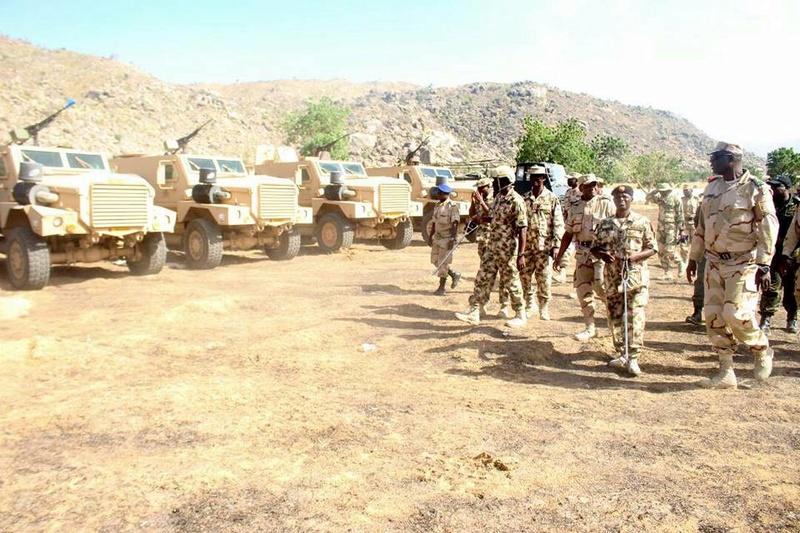 Forces Armées Camerounaises - Page 6 A1853010