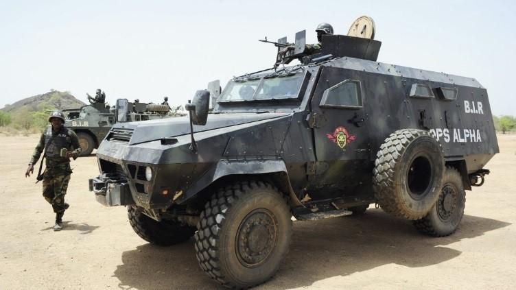Forces Armées Camerounaises - Page 6 A2035111