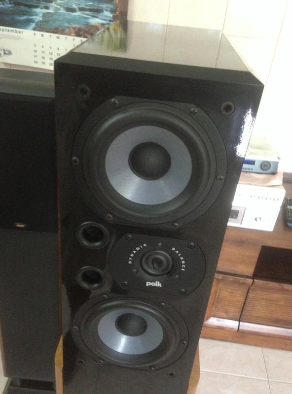 POLK audio LSI 15 tower speakers + LSIC  center speaker  Img_3011