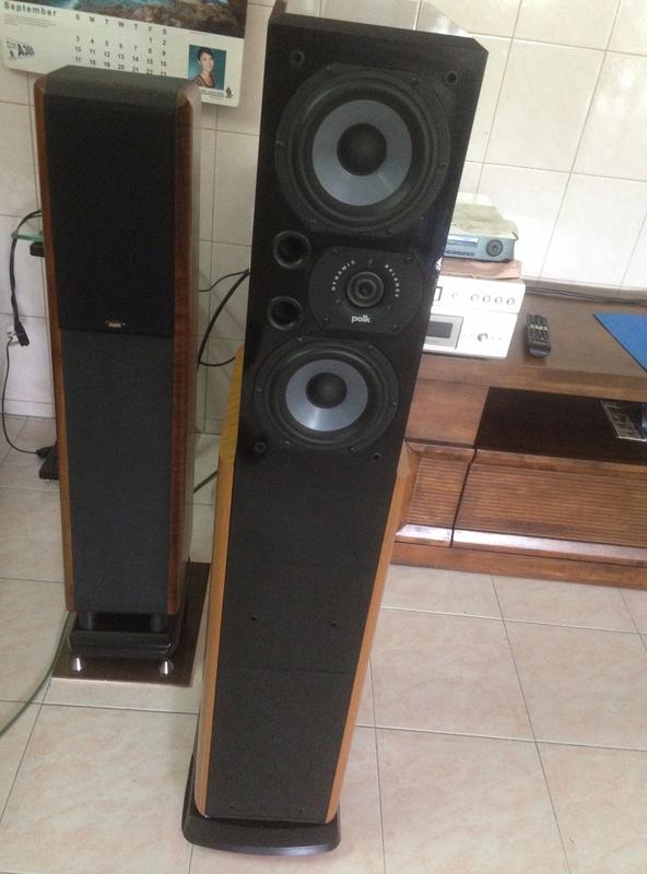 POLK audio LSI 15 tower speakers + LSIC  center speaker  Img_3012