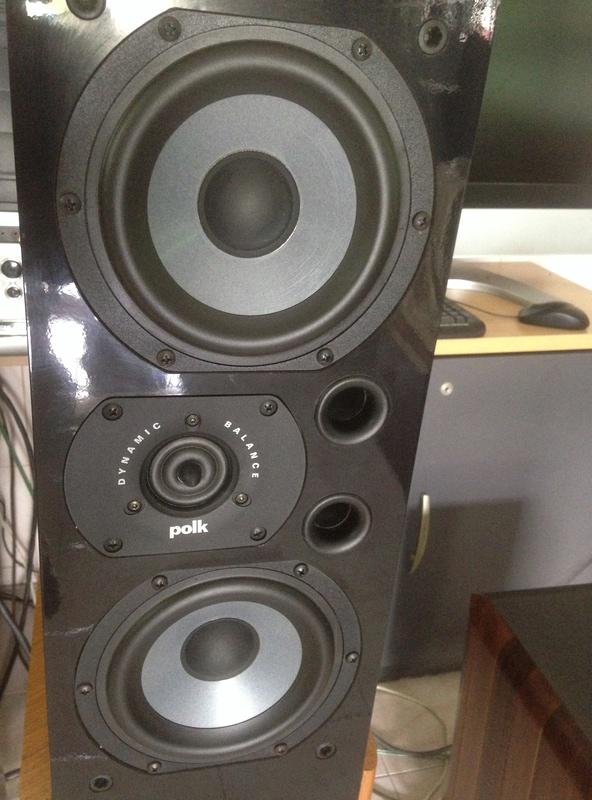 POLK audio LSI 15 tower speakers + LSIC  center speaker  Img_3110