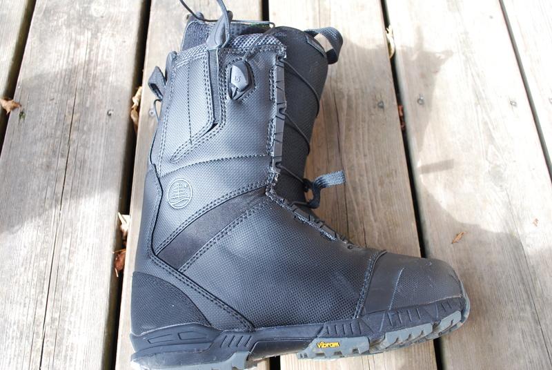 Boots Burton tourist 110
