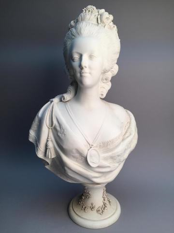 A vendre: bustes Marie Antoinette - Page 7 19481310