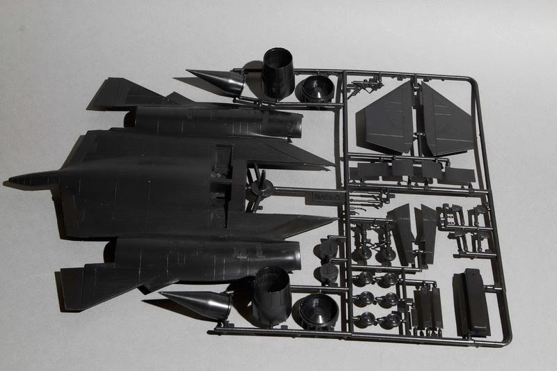 Blackbird  SR-71 avec drone ITALERI 1:72 Img_2568