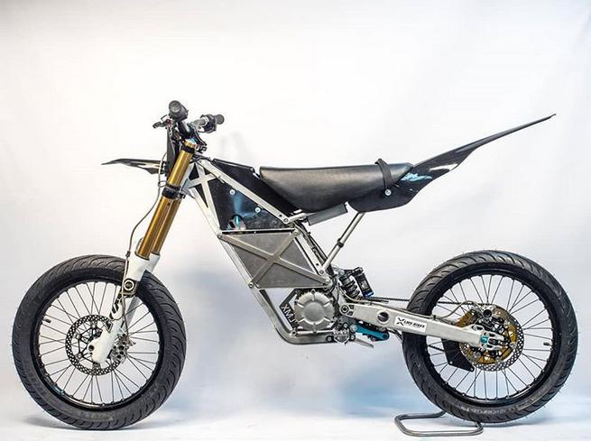 Elle pèse 42 kg, voici la première moto électrique portable au monde ! By DETOURS              Captu682