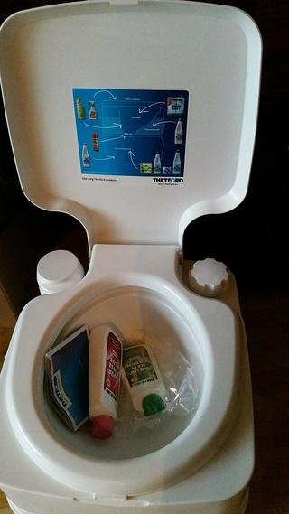 A vendre WC pliable et Porta Potti Qube 29136710